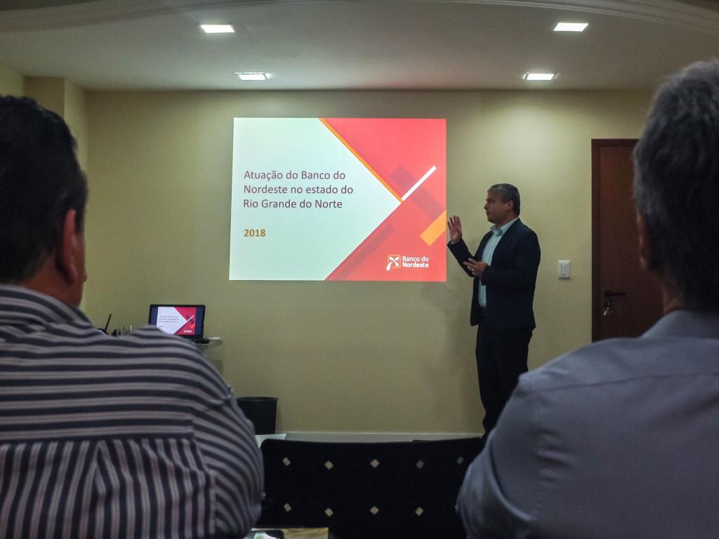 Luciano Fabrício, gerente da Agência Parnamirin, apresentando realizações do ano e novos projetos.