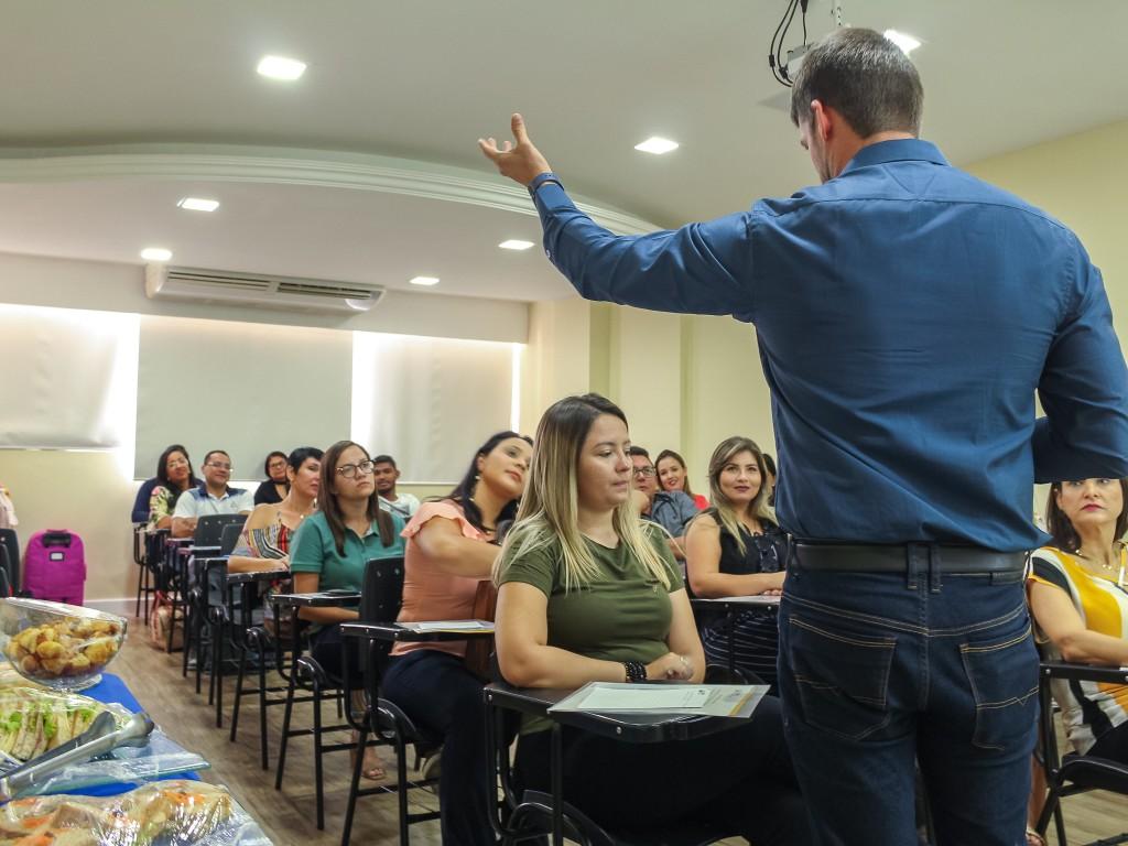 Victor Fazolo apresentando as propostas da BIN, nova parceria FCDL.