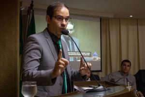 Carlos Eduardo, Secretário de Tributação do Estado discursa na ALRN. (Foto: Ana Luiza Vila Nova)